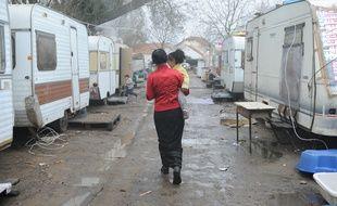 Les conditions de vie hivernales sont particulièrement rudes dans les bidonvilles. Illustration dans l'agglomération nantaise.
