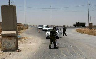 Deux Palestiniens ont été tués dimanche par balles par un chauffeur de camion israélien après avoir tenté de voler son véhicule près de Hébron, dans le sud de la Cisjordanie, a annoncé la police israélienne.