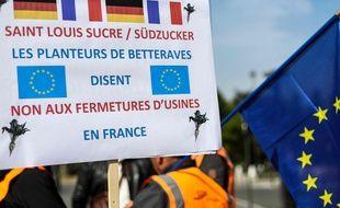 Des betteraviers français manifestent devant l'ambassade d'Allemagne, le 7 mai 2019, pour s'opposer à la fermeture de deux sucreries que projette en France le groupe allemand SüdZucker.