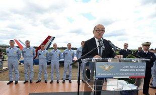 """La France va se doter de capacités """"offensives"""" en matière de cyberdéfense et sortir ainsi d'une posture uniquement défensive, face à la multiplication des attaques, a annoncé lundi le ministre de la Défense, Jean-Yves Le Drian, à la veille d'une réunion de l'Otan sur le sujet."""