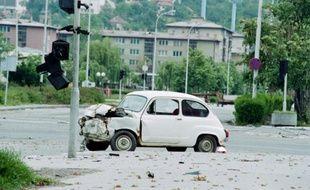 Scène de destruction à Sarajevo le 2 juin 1992, durant la guerre