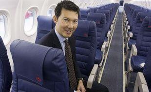 Avec une rémunération qui pourrait dépasser les 4 millions d'euros par an, le nouveau patron du groupe Air France devra renouer le dialogue social avec les salariés et rendre la compagnie plus concurrentielle.