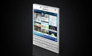 Le Blackberry Passport se distingue par son écran au format carré.