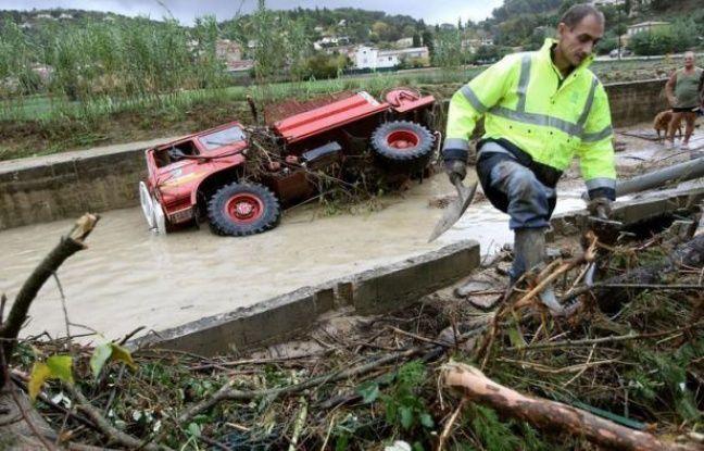 """Après les fortes pluies et inondations qui ont fait trois morts en France durant le week-end, la situation s'apaisait et trois départements seulement restaient en vigilance orange """"crues"""" lundi matin dans le Sud-Est et le Sud-Ouest, selon le site de Météo France."""