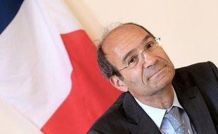 L'enquête sur un possible financement de la campagne présidentielle de 2007 de Nicolas Sarkozy par l'argent des Bettencourt est repartie mercredi avec une audition à Bordeaux de l'ancien ministre et ex-trésorier de l'UMP Eric Woerth par le juge Jean-Michel Gentil, a-t-on appris de source proche du dossier.