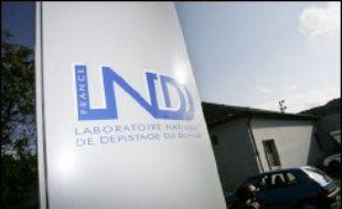 Le laboratoire national de dépistage du dopage (LNDD) de Châtenay-Malabry, victime de piratage informatique, est en outre la cible d'une violente campagne de dénigrement sur internet menée par l'entourage des cyclistes américains Lance Armstrong et Floyd Landis.