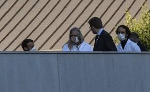 Emmanuel Macron s'entretient avec le professeur Didier Raoult à Marseille, le 9 avril 2020.