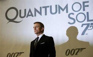 """L'acteur britannique Daniel Craig, qui incarne à nouveau James Bond dans le film """"Quantum of solace"""", a déclaré qu'il désirait jouer aussi longtemps que possible le rôle du célèbre agent 007."""
