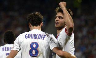 Les milieux de terrain lyonnais Yoann Gourcuff et Clément Grenier, le 10 août 2013 contre Nice, en Ligue 1.