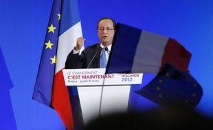 François Hollande a rendu un hommage aux femmes jeudi, Journée internationale des droits des femmes, préconisant notamment que tous les centres hospitaliers de France aient un centre IVG, ou encore en plaidant pour un allongement du congé paternité.
