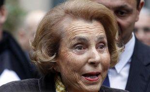 L'enquête sur l'affaire Bettencourt s'est refermée jeudi au terme d'une semaine folle et après plus de deux ans d'instruction, tandis que Nicolas Sarkozy, dernier et spectaculaire mis en examen dans cette affaire a tenté de calmer le jeu après une polémique en marge de laquelle le juge Gentil a reçu des menaces de mort.