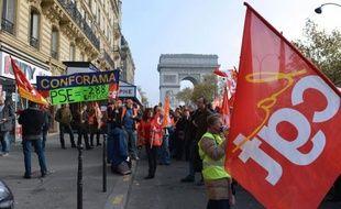"""Les salariés de Conforama se sont mobilisés jeudi, notamment lors d'un rassemblement à Paris, pour protester contre un plan de suppression de 288 postes dans le service après-vente, a constaté une journaliste de l'AFP, la direction indiquant """"regretter"""" ce mouvement."""