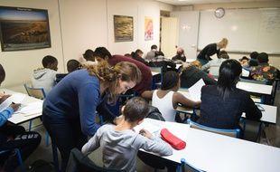 Les mineurs isolés sont scolarisés dans des classes spéciales, ici à Paris en 2015.