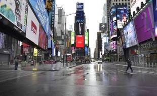 Times Square quasi-désert à New York à cause du confinement, le 26 mars 2020.