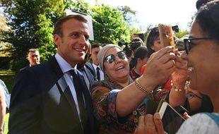 Emmanuel Macron dans les jardins de l'Elysée lors des journées européennes du patrimoine le 15 septembre 2018.