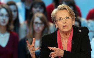 Michèle Alliot-Marie, la ministre des Affaires étrangères, sur le plateau du Grand journal sur Canal+ le 2 février 2011.