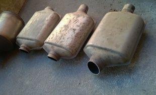 Les deux voleurs avaient fait main basse sur quatre pots d'échappement.