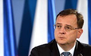 Le Premier ministre tchèque de centre droite Petr Necas a annoncé dimanche soir qu'il démissionnerait lundi, reconnaissant sa responsabilité dans un scandale de corruption politique et d'abus de pouvoir touchant sa plus proche collaboratrice, tentant toutefois de sauver la coalition.