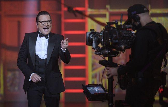 Jean-Marc Généreux, face caméra sur le plateau de Spectaculaire.