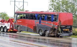 Un bus s'est renversé, causant la mort de huit personnes au Texas, le 14 mai 2016.