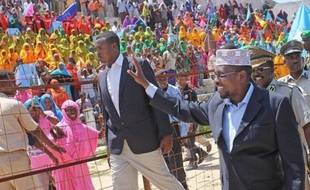 Les députés somaliens, tout juste désignés par une assemblée de chefs coutumiers, se réuniront pour une première session lundi, mais n'éliront pas le président somalien comme prévu, ont annoncé deux parlementaires somaliens.