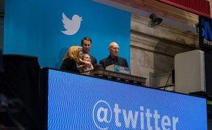 """L'euphorie autour des débuts à Wall Street de Twitter alimente les questions sur une potentielle nouvelle """"bulle"""" internet autour des réseaux sociaux, même si les analystes relativisent ce risque."""