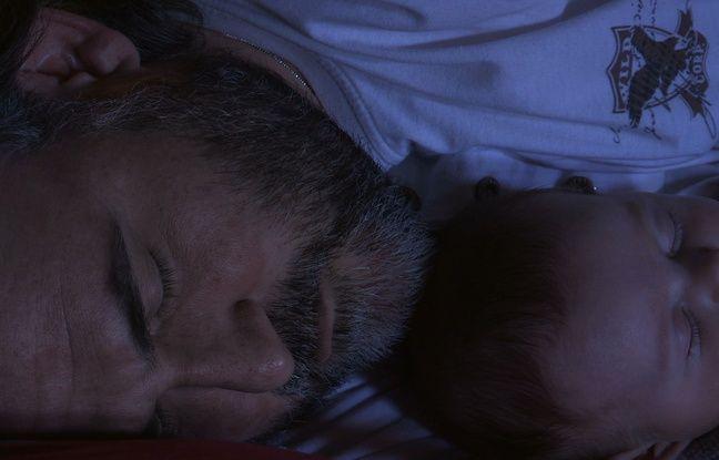 Rodophe Viémont sort un documentaire, Pour Ernestine, où il raconte sa dépression post partum et sa lutte pour continuer de créer malgré sa bipolarité.