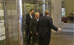 Dominique Strauss-Kahn, l'ancien patron du FMI, quitte son adresse temporaire du 71  Broadway, le 25 mai.