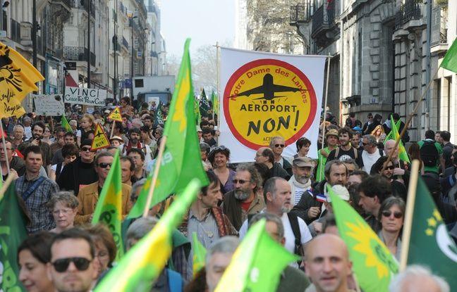 Le 24 mars 2012, manifestation contre la construction de l'aéroport Notre-Dame-des-Landes.