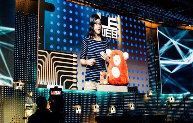 Carly Gloge, PDG et co-fondatrice de la start-up Ubooly présente sa peluche connectée à la conférence LeWeb 2012.