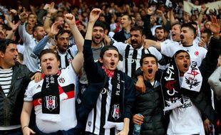 Les supporters du Besiktas Istanbul, ici à Londres lors d'un barrage de Ligue des champions contre Arsenal en août 2014.