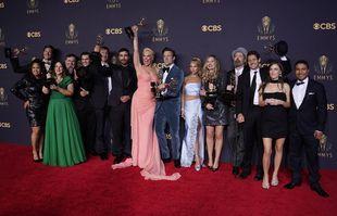 """Les acteurs et l'équipe de """"Ted Lasso"""" aux 73e Emmy Awards, le 19 septembre 2021, au LA Live à Los Angeles."""
