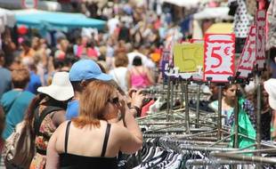 La Grande Braderie accueille chaque année des dizaines de milliers de visiteurs en quête de bonnes affaires dans les rues de Rennes.