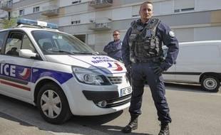 Strasbourg, le 06 mai 2013, quartier du NeuhofLa police nationale à Strasbourg vient d'être équipée de camera-pieton pour les interventions dans les zones de sécurité prioritaire.