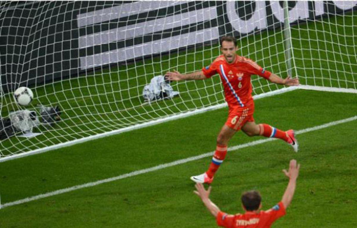 Les Russes pendant le premier match de l'Euro contre la République Tchèque (4-1) le 8 juin 2012. – FRANCISCO LEONG / AFP