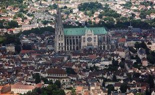 Un homme s'est retranché pendant près de deux heures jeudi après-midi en haut du portail nord de la cathédrale de Chartres pour dénoncer, comme à Nantes la semaine dernière, un problème de garde d'enfant, avant de se laisser arrêter, a-t-on appris de source policière.