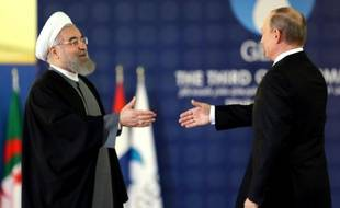 Le président iranien Hassan Rouhani (g) et son homologue russe Vladimir Poutine, le 23 novembre 2015, à Téhéran