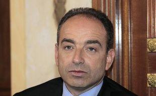 """Le patron de l'UMP, Jean-François Copé, et son successeur à la tête du groupe majoritaire à l'Assemblée, Christian Jacob, ont plaidé pour """"l'union sacrée"""" pour préparer une réélection de Nicolas Sarkozy en 2012, mardi immédiatement après l'élection de M. Jacob à la tête du groupe."""