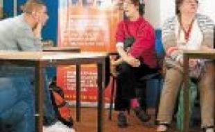 Un débat sur le droit de vote entre handicapés mentaux et éducateurs.