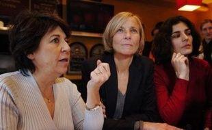 """Crédité de 11% d'intentions de vote à Paris dans le dernier sondage, deux fois plus que les Verts, le Mouvement démocrate (MoDem) refuse de s'enfermer dans un partenariat avant le premier tour mais semble de plus en plus """"Delanoë-compatible""""."""