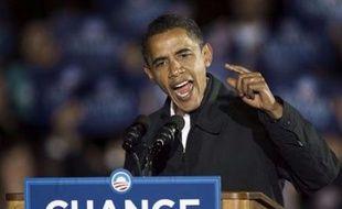 """Devant quelque 90.000 personnes réunies tard lundi soir à Manassas (Virginie, est), M. Obama a encouragé ses partisans à ne pas """"ralentir, s'asseoir ou s'arrêter, même pour une heure, même pour une seconde"""" avant la fin du scrutin."""