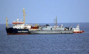 Le navire humanitaire Sea-Watch en Méditerranée.