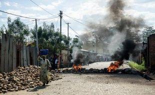 Une barricade dans le centre de Bujumbura, le 14 mai 2015