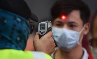 Un test de température en Thaïlande, il y a eu le premier mot le 1er mars 2020.