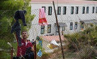 Le traitement de choc infligé aux migrants à leur arrivée dans le centre d'accueil de Lampedusa a suscité mercredi une vague d'indignation en Italie et Europe, moins de trois mois après les naufrages qui ont coûté la vie à des centaines d'étrangers.