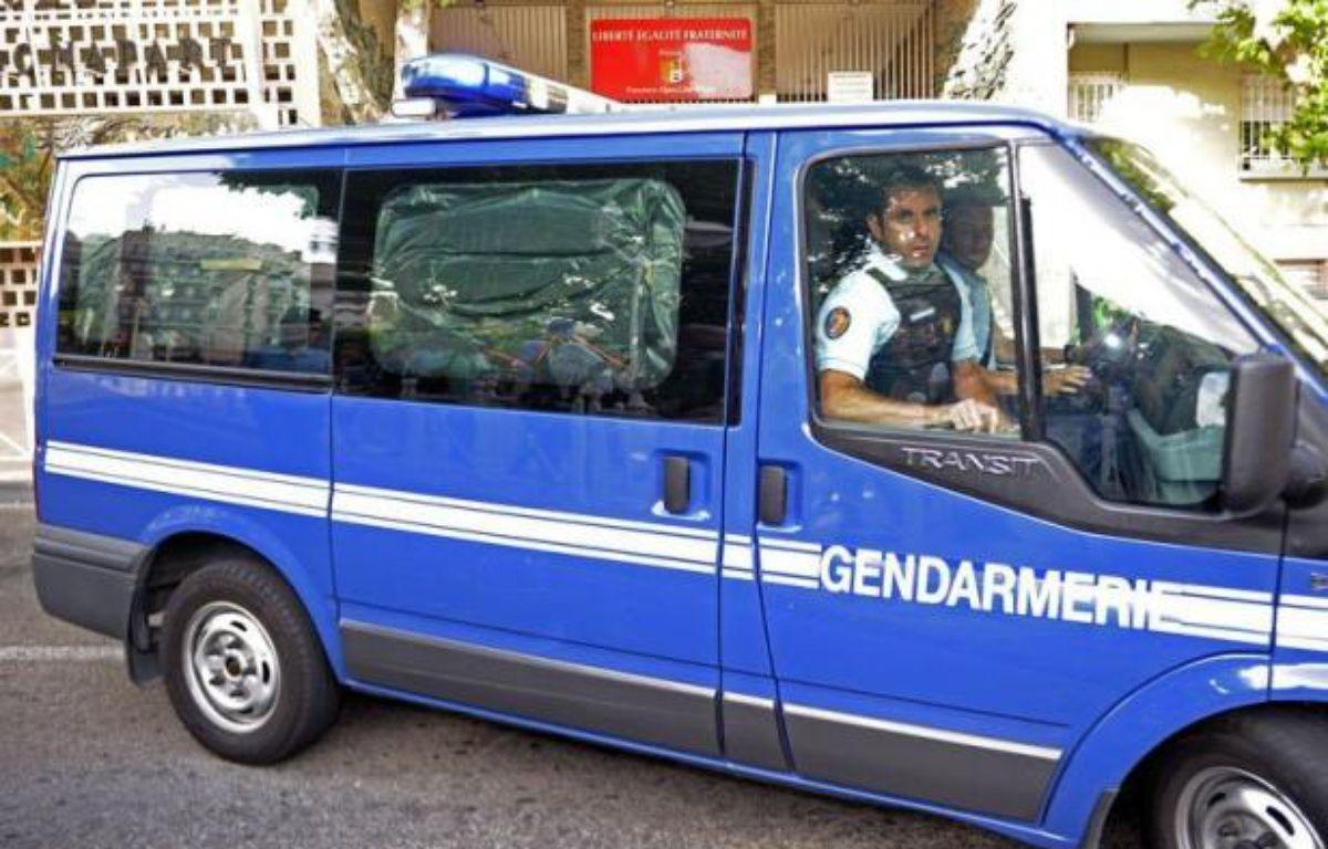 """L'homme qui a avoué avoir tué deux gendarmes dimanche dans le Var, qualifié d'""""incontrôlable"""" par son propre frère, a été mis en examen dans la nuit de mardi à mercredi à Toulon, ainsi que sa compagne, poursuivie pour """"complicité et dissimulation de preuves"""". – Boris Horvat afp.com"""