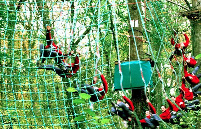 Plus de trente activités de sports et loisirs dans la région lyonnaise sont proposées sur le site, comme ici l'accrobranche à Fourvière.