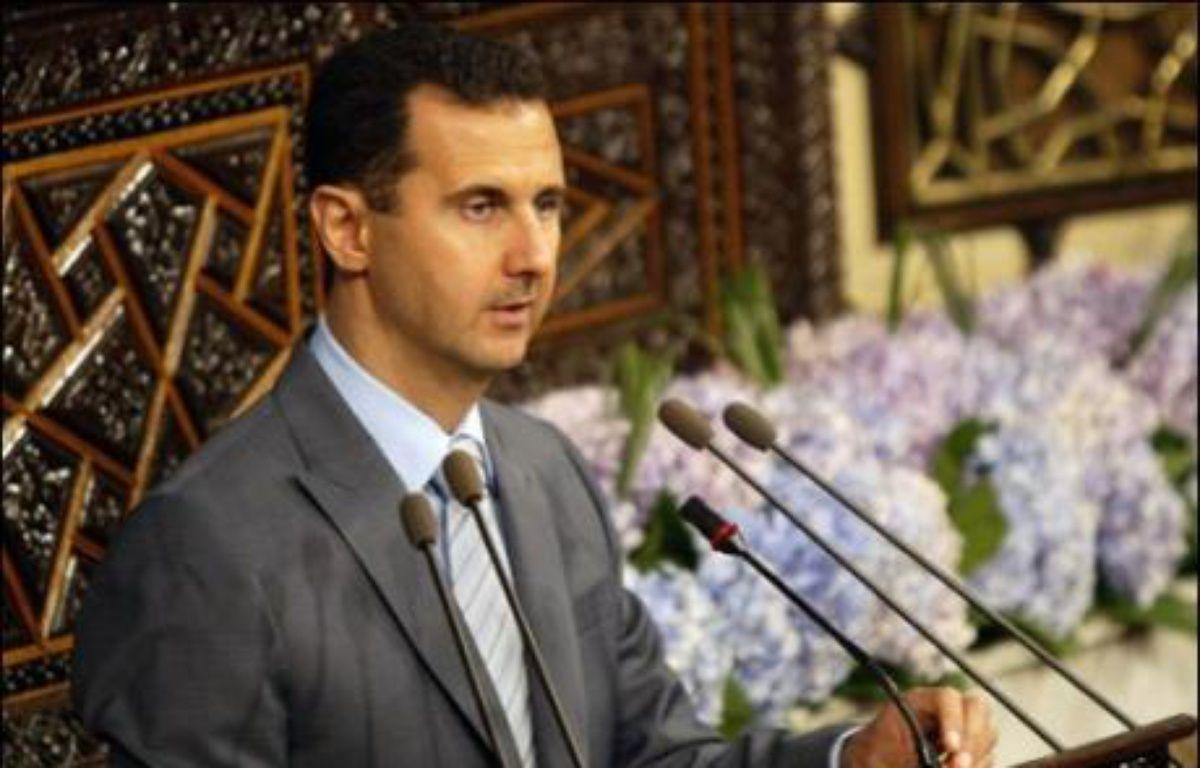 """Le président syrien Bachar al-Assad a appelé mardi les dirigeants israéliens à """"proclamer d'une manière officielle et claire"""" leur volonté de paix, dans un discours devant le parlement. – Louai Beshara AFP"""