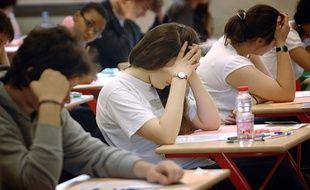 Des lycéens passent l'épreuve du baccalauréat.