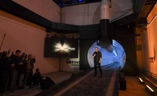 Elon Musk durant l'inauguration du tunnel à Hawthorne, près de Los Angeles, le 18 décembre 2018.